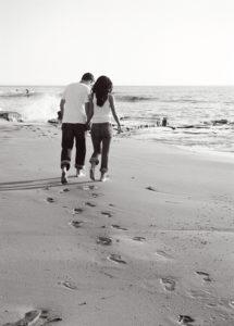 walking-1557580-640x895